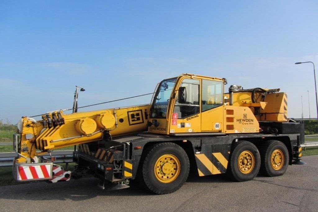 maszyny-budowlane-dtwig-samojezdnyTEREX-Demag-AC40-1-40-Ton-City-Crane-1_big-17092215370005678100-1024x768